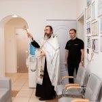 Отец Павел освятил новые рабочие места в клинике